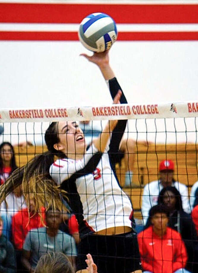 Sarah Armendariz, from Fresno, California, will join the Cougars for the spring semester and will have two seasons of eligibility. Photo: SIUE Athletics