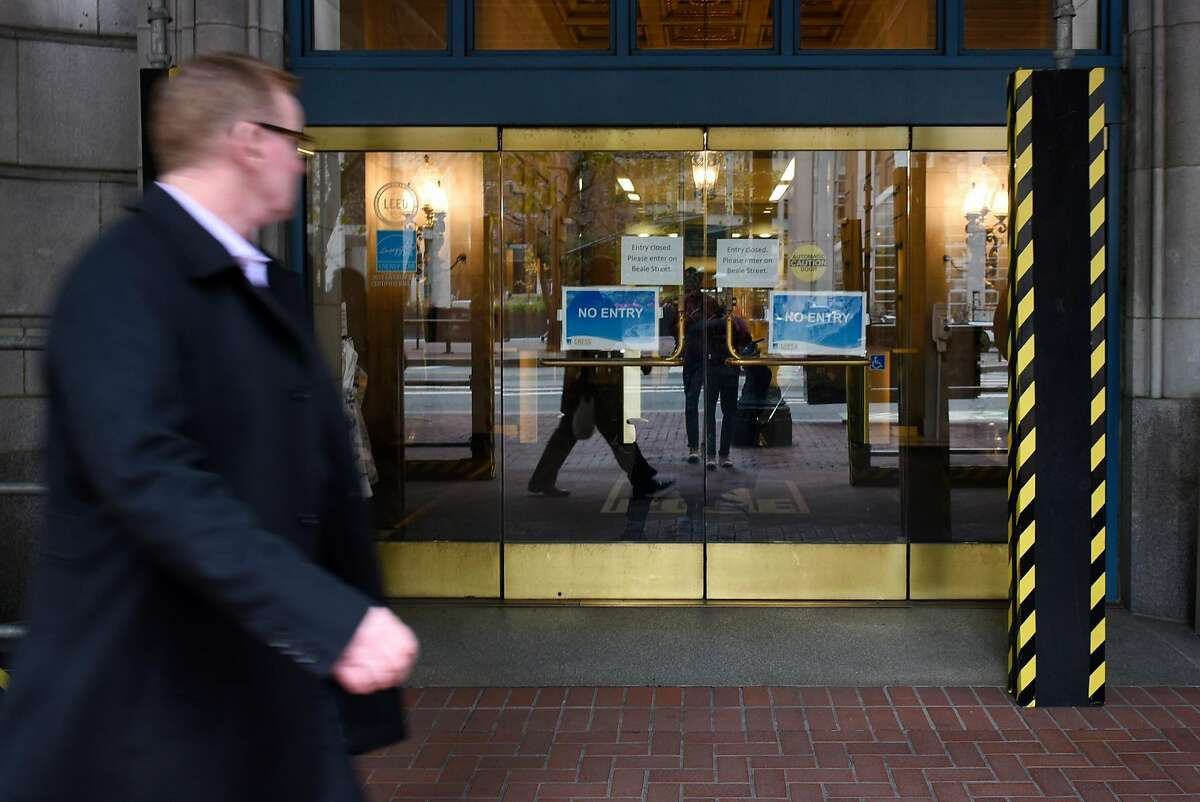 People walk past a closed entrance outside of PG&E's headquarters in San Francisco, CA, on Monday January 14, 2019.