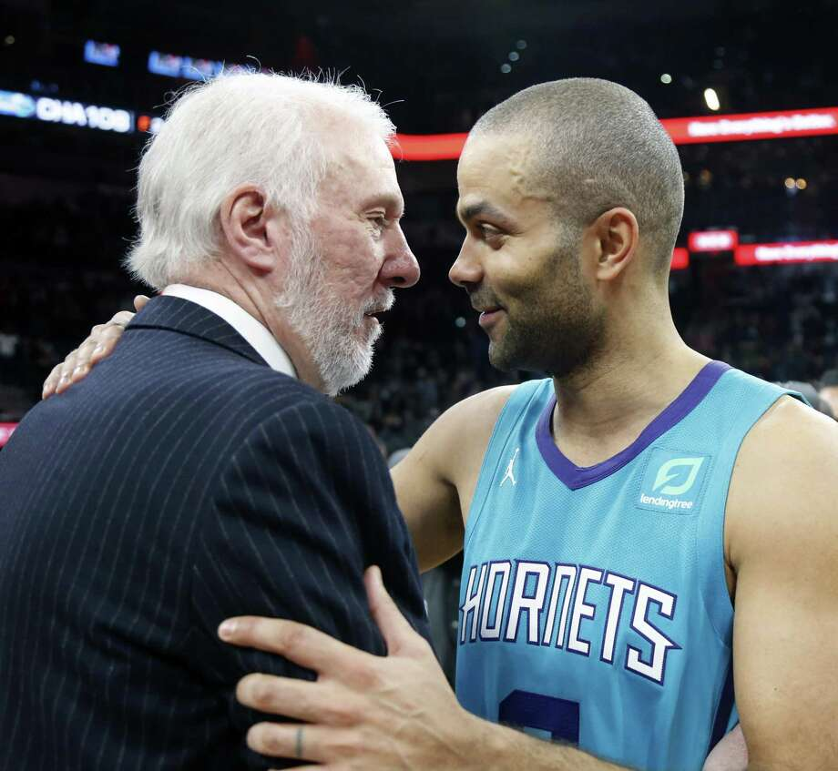 Tony Parker greets Spurs head coach Greg Popovich at the end of the game on Monday, January 14, 2019 at AT&T Center. Photo: Ronald Cortes/Contributor / 2019 Ronald Cortes