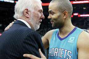 Tony Parker greets Spurs head coach Greg Popovich at the end of the game on Monday, January 14, 2019 at AT&T Center.
