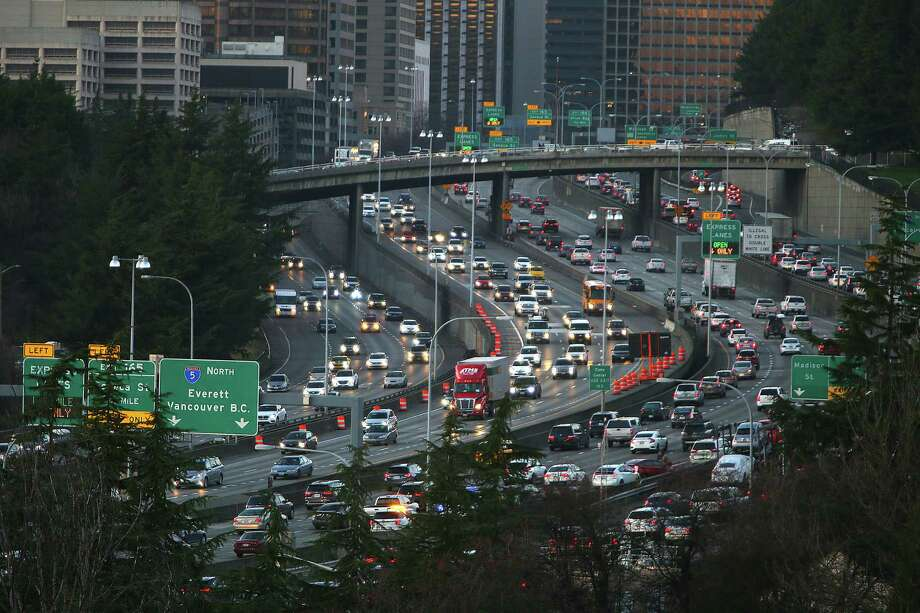 People drive on their evening commute home through downtown on the first work day since the Alaskan Way Viaduct was closed on Friday, Monday Jan. 11, 2018. Traffic was lighter than expected but may get worse before the new 99 tunnel is opened in February. Photo: GENNA MARTIN, Genna Martin, Seattlepi.com / SeattlePI