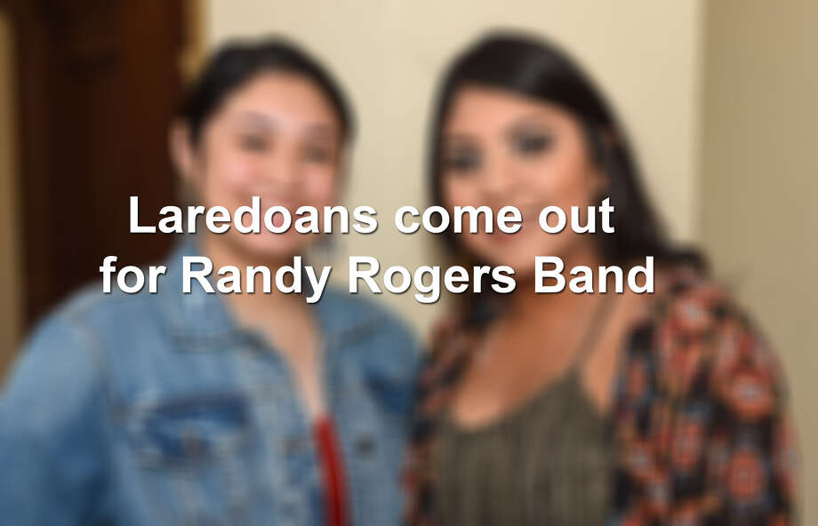 Laredoans come out for Texas country music group Randy