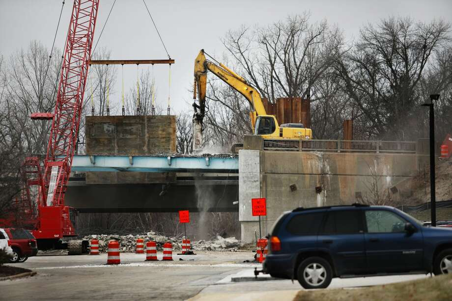 The remaining pieces of the old M-20 bridge are torn down on Monday,  Jan. 14, 2019 in downtown Midland. The newly constructed westbound side  is currently divided into two lanes, allowing traffic to flow both east  and west while construction continues on the other half of the bridge.  (Katy Kildee/kkildee@mdn.net) Photo: (Katy Kildee/kkildee@mdn.net)