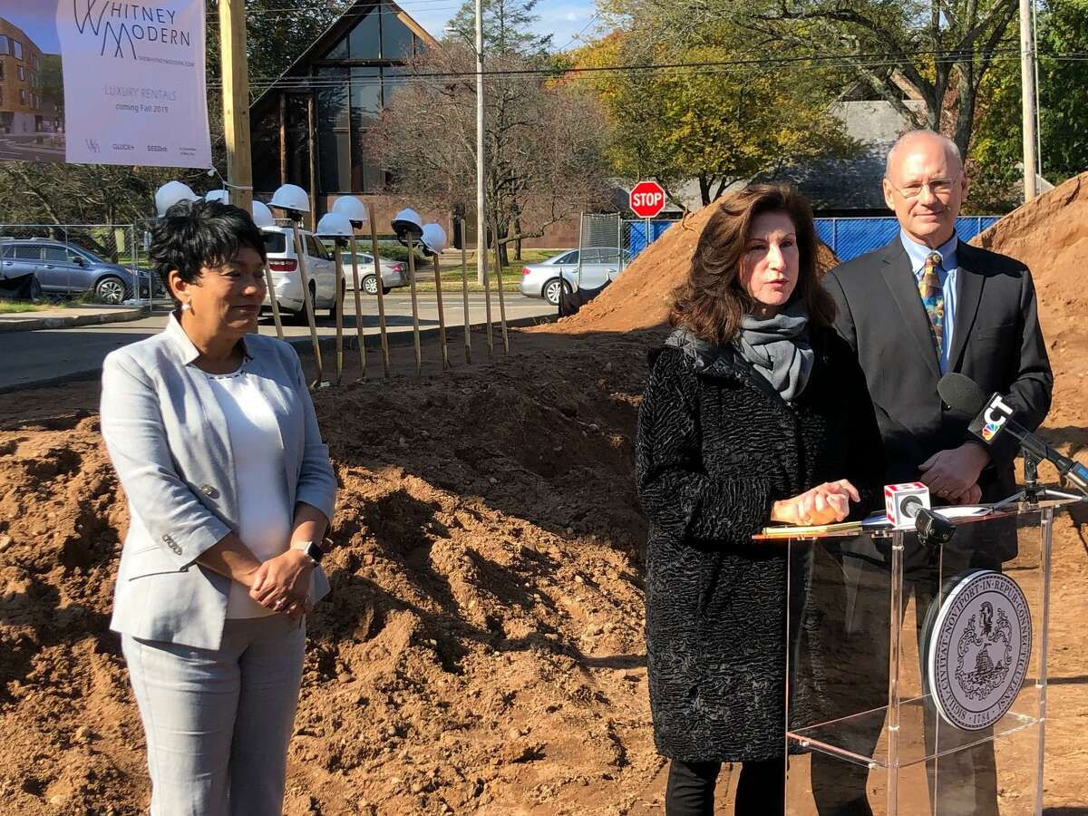 Developer Nancy Greenberg, center, Mayor Toni Harp, left and then-Economic Development Administrator Matthew Nemerson at 703 Whitney Ave. which is being developed into apartments.