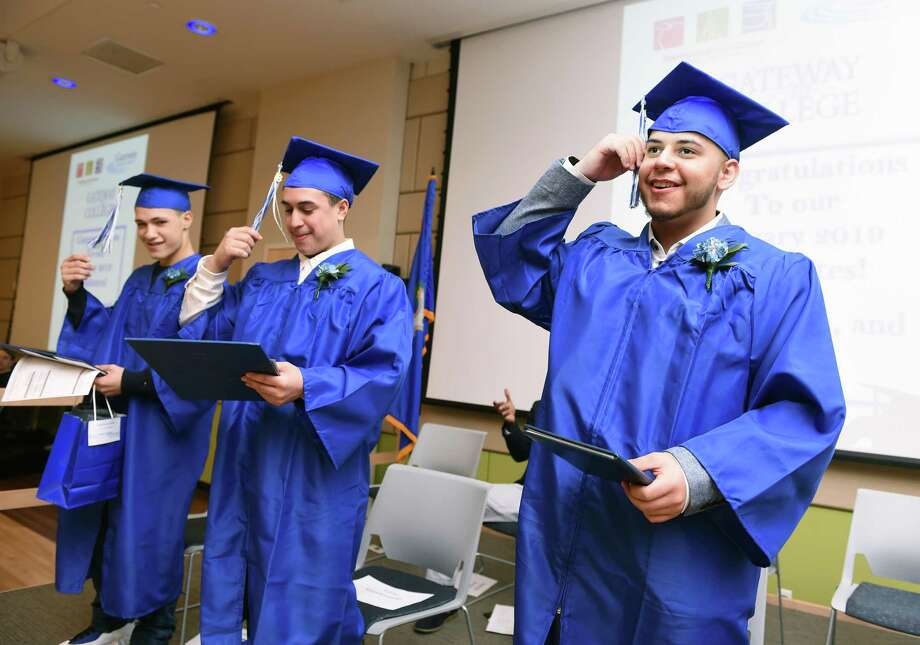 746a485eb9 3 graduate from high school in new dual-credit program at Gateway ...