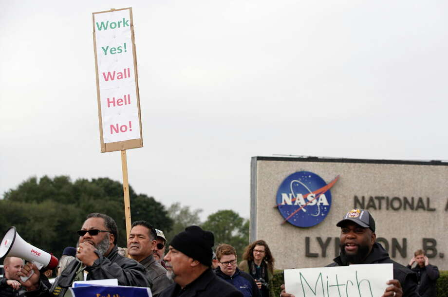 People protest outside of NASA's Johnson Space Center against the government shutdown Tuesday, Jan. 15, 2019, in Houston. Photo: Melissa Phillip, Staff Photographer / © 2019 Houston Chronicle