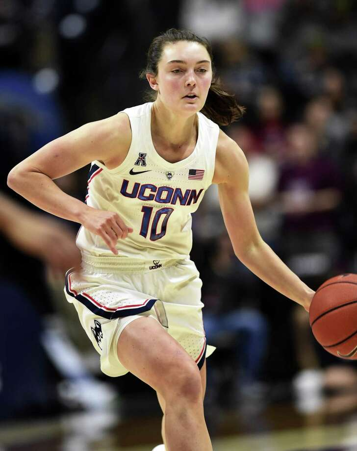 UConn's Molly Bent drives downcourt in a Jan. 9 game against Cincinnati in Storrs. Photo: Stephen Dunn / Associated Press / Copyright 2018 The Associated Press. All rights reserved