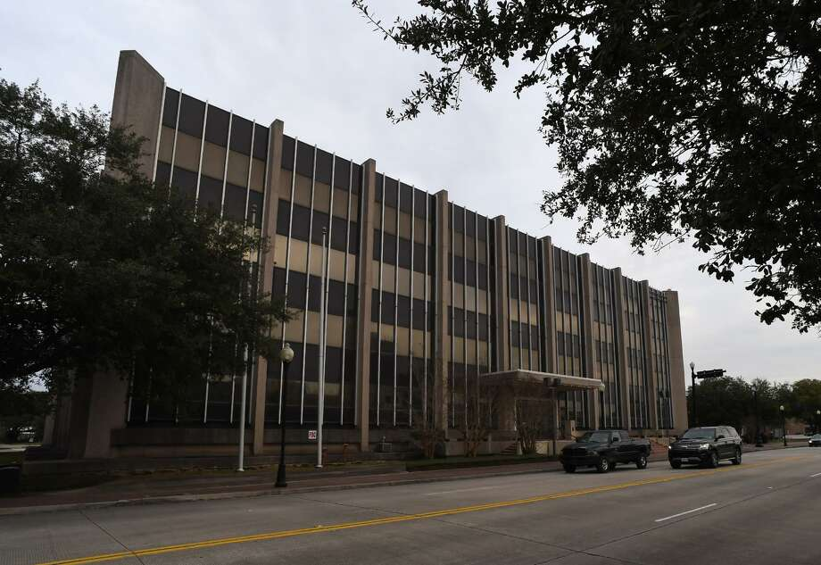 [The City of Beaumont voted Tuesday in favor of biding on the auctioning of AT&T's Main Street building in downtown. Around 20 people attending the meeting spoke against the purchase siting a variety of reasons.  